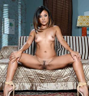 Asiatische Sex Bilder herunterladen.